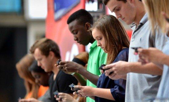 ragazzi-e-smartphone